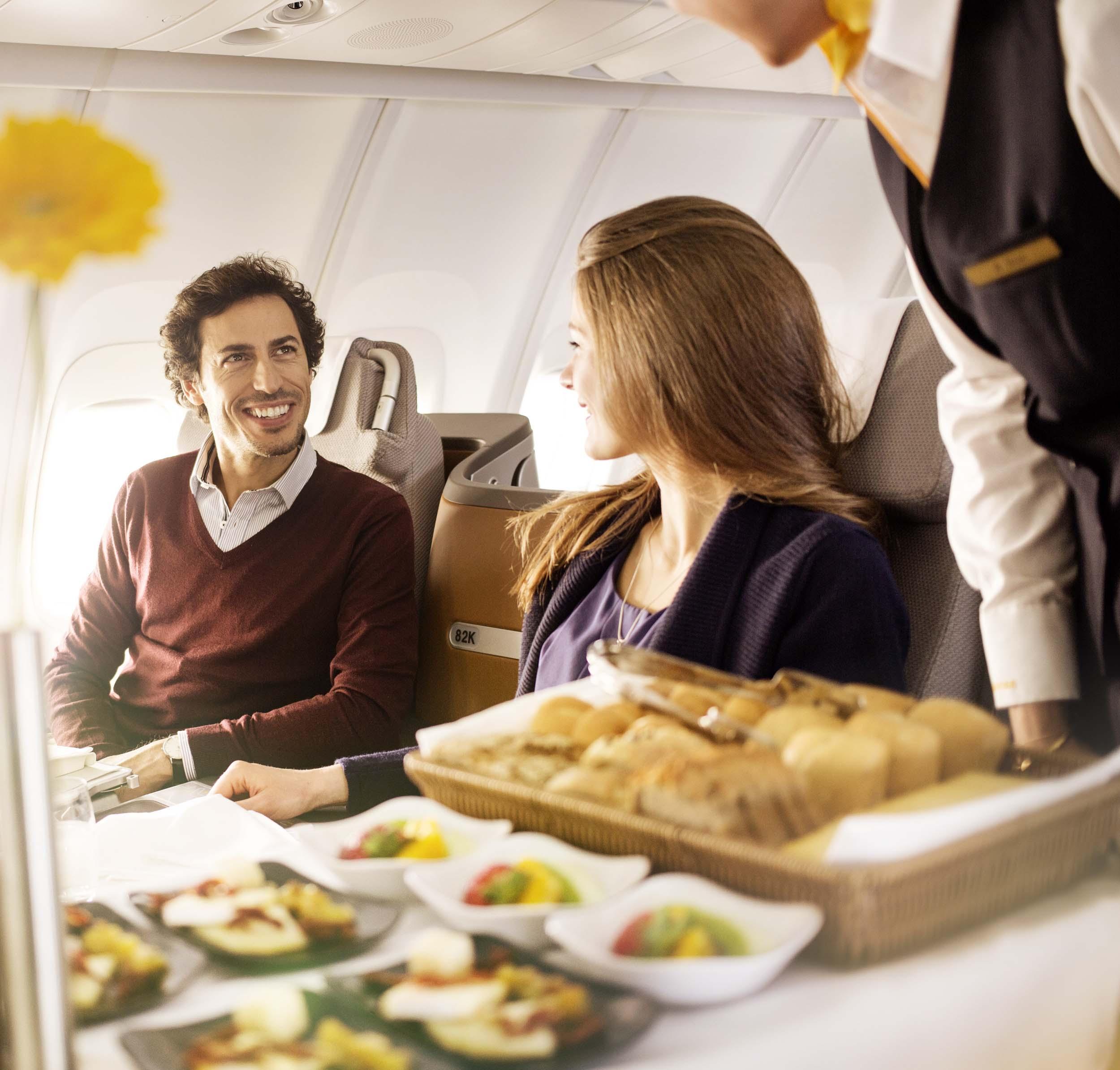 Lufthansa-Onboard-Service_2-mres